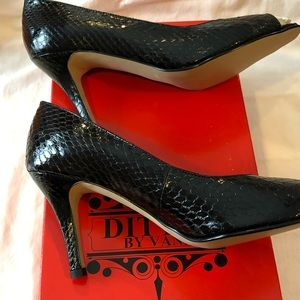 Ditto by Vaneli Primo Open Toe Black Pumps